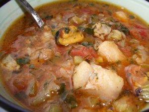 Суп «Гамбо» с креветками, беконом и мясом краба