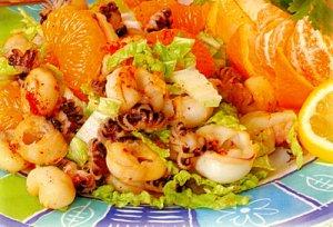 Новогодний стол: салат из морских гребешков с мандаринами