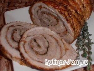 К новогоднему столу: рулетики из свинины в пиве с яблоками и травами